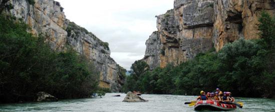Recorridos medioambientales en balsa  por el Río Irati